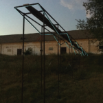 Albert Kaan - Untitled, 2018, square pipe, wood, el-wire, 400x2000x84 cm
